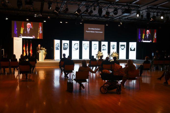 De Duitse president Frank-Walter Steinmeier sprak de aanwezigen toe tijdens de herdenkingsdienst voor de negen slachtoffers op 19 februari 20202, een jaar na de aanslag.