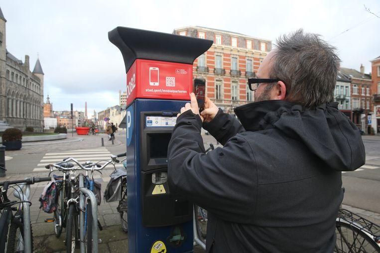 Met de smartphone een parkeerticket betalen. Volgend jaar kunnen er nog een aantal aanbieders bij komen.