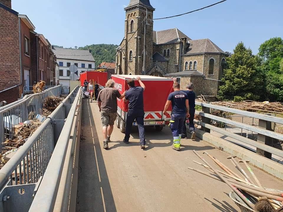 L'équipe de Wetteren au travail dans la zone sinistrée.