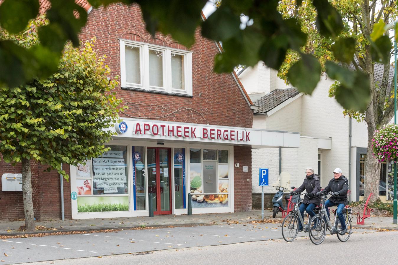 In het pand aan de Burgemeester Magneestraat waar voorheen de apotheek zat komen 8 nieuwe appartementen.