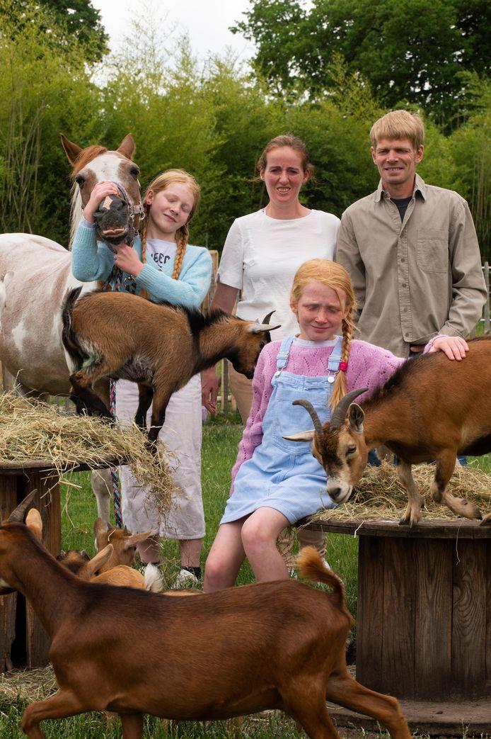 Boomkweker Wim Stevens, zijn echtgenote Ellen en de dochters Zoë en Yana uit Kalmthout zetten zondag hun 'deuren' open voor de Dag van de Landbouw. Ook hun kinderboerderij hoort daar bij.
