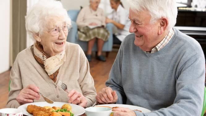 """Niet alleen gewone horeca heropent, ook dorpsrestaurant opent opnieuw deuren: """"Senioren hebben hier naar uitgekeken"""""""