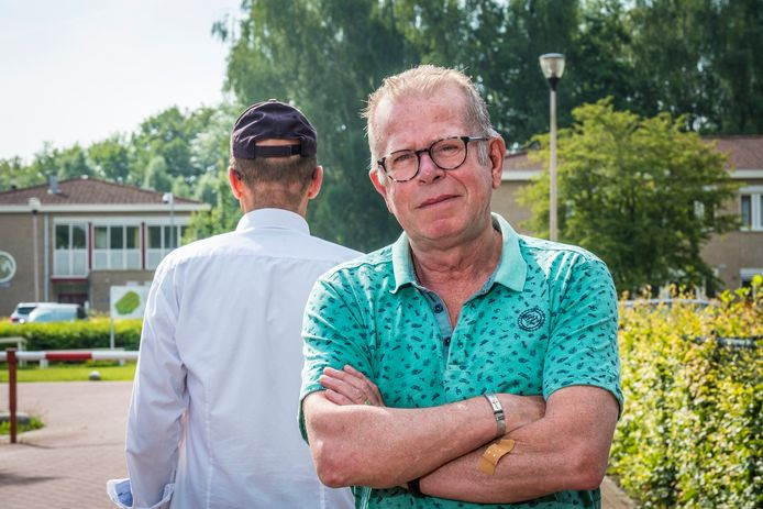 Martien Evers helpt een handvol vluchtelingen op weg in Nederland.