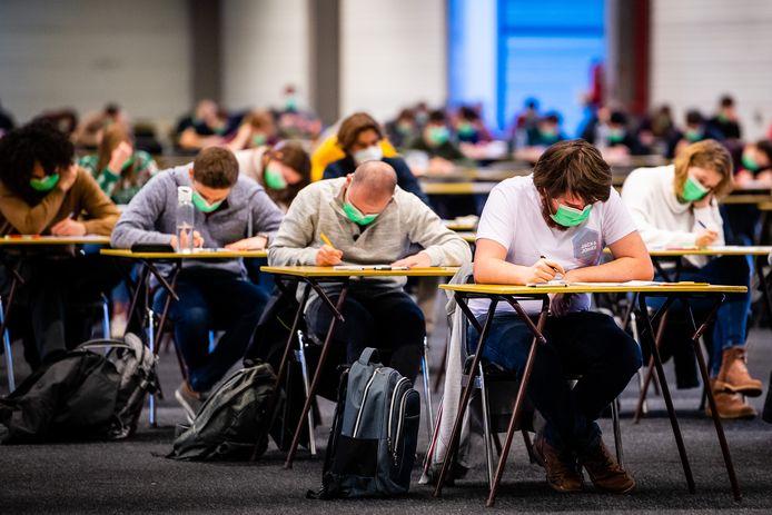 De studenten van de UGent leggen examen af in Flanders Expo.
