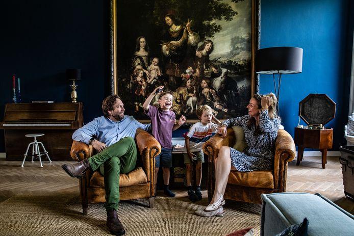 Dolph, Hero, Vos en Judith Ann van Ittersum. Een gewoon gezin op een ongewone plek.