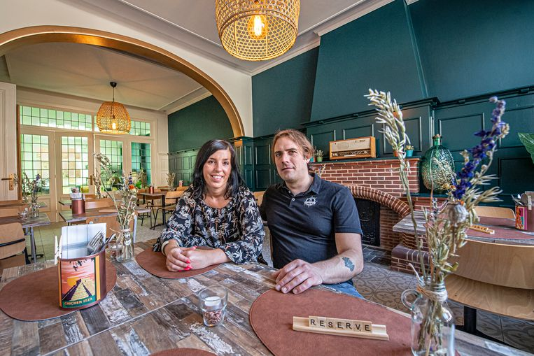 Niki Corveleijn en Arne Reynaert in hun nieuwe restaurant ViaVia.