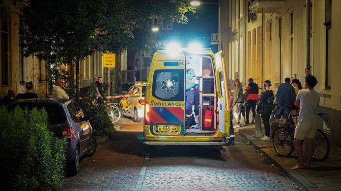 Het incident met de verwarde man in de Driekoningenstraat in Arnhem lokte diverse buurtbewoners uit hun huizen.