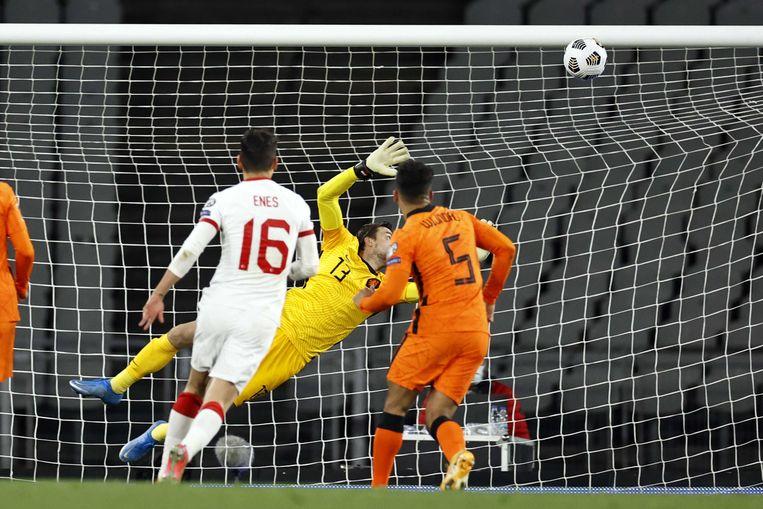Keeper Tim Krul is kansloos bij de derde en laatste goal van de Turkse spits Burak Yilmaz. Beeld ANP