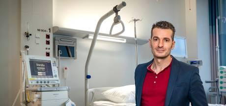 Wereldopa John geeft het coronavirus een gezicht in de hoop dat anderen de ziekte bespaard blijft