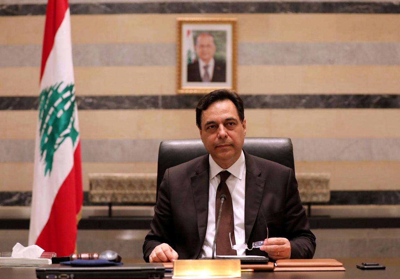 Premier Hassan Diab bij de aankondiging van het opstappen van de regering, op 10 augustus 2020.