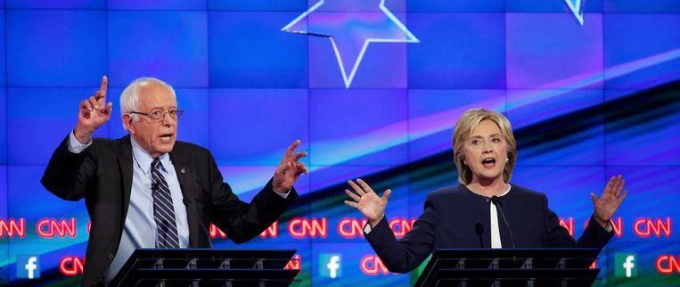 Bernie Sanders in debat met Hillary Clinton. Beeld REUTERS