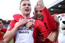 Tim Siekman (l) en Anco Jansen vieren de overwinning op FC Utrecht (2-0).