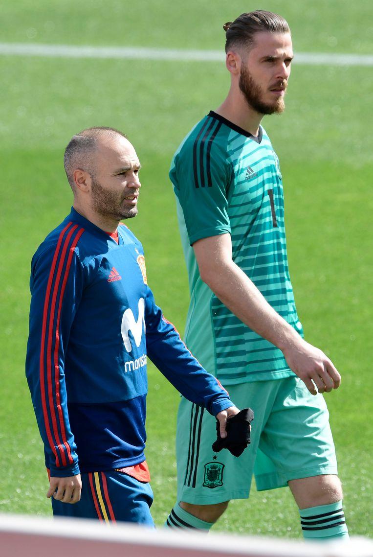 Andres Iniesta (L) en  David de Gea (R)