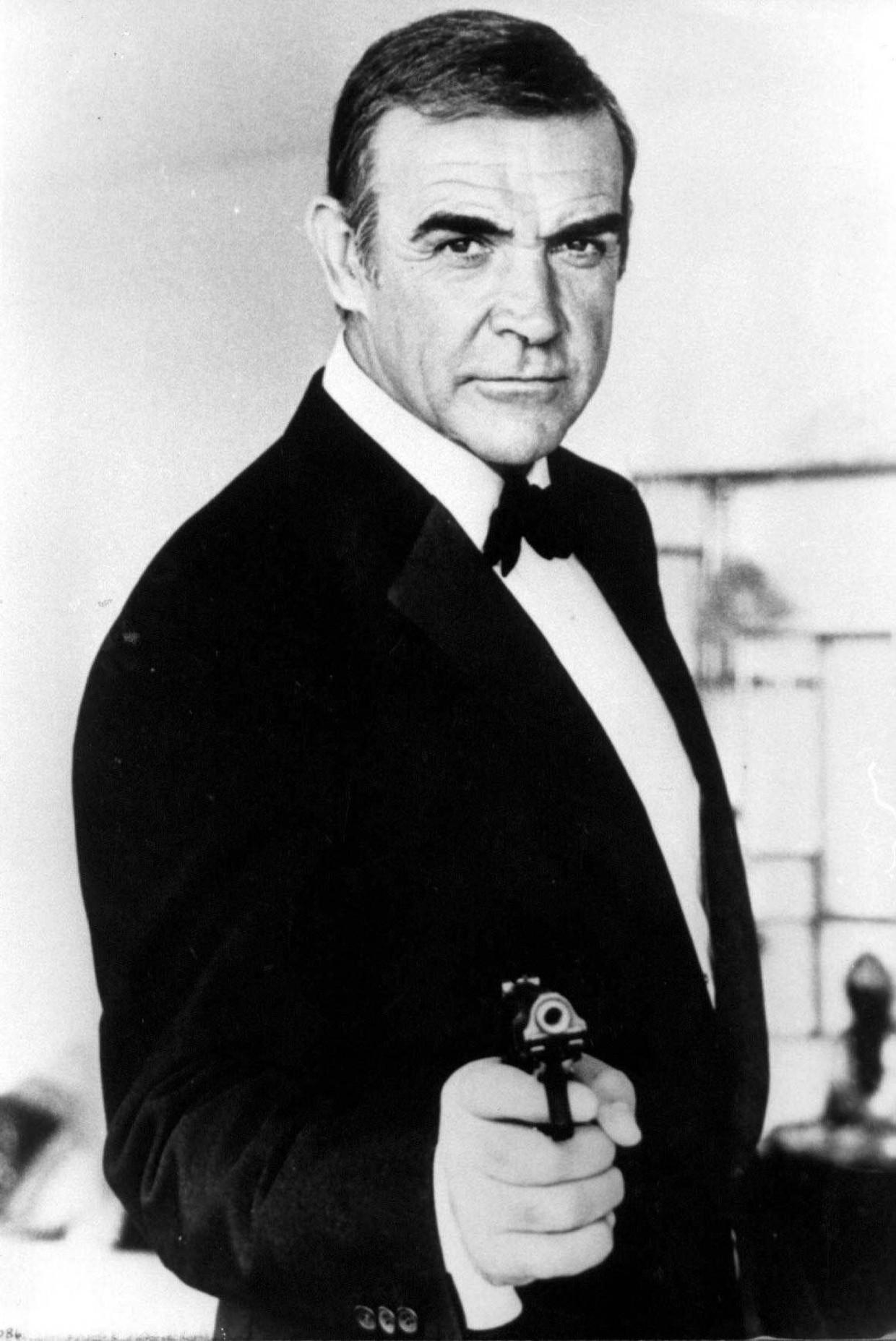 Sean Connery in actie als James Bond. Beeld Photo News