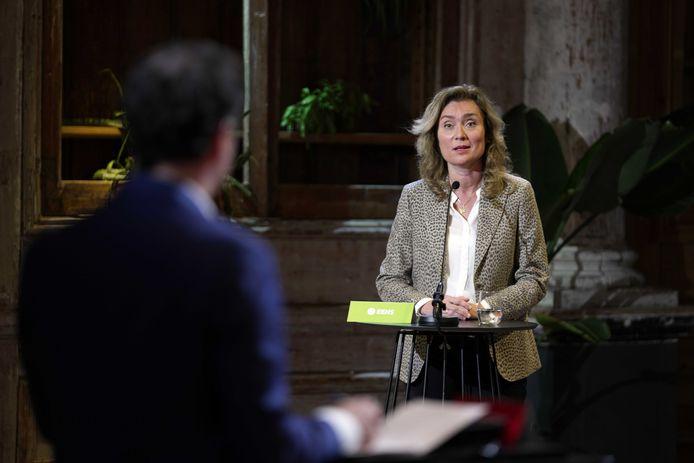 Vera Bergkamp (d66) tijdens het Grote Zorgdebat. Kandidaat-Kamerleden gaan met elkaar in debat over hun ideeën voor de toekomst van de zorg. Een van de belangrijkste thema's is de impact van de coronacrisis op de zorg.