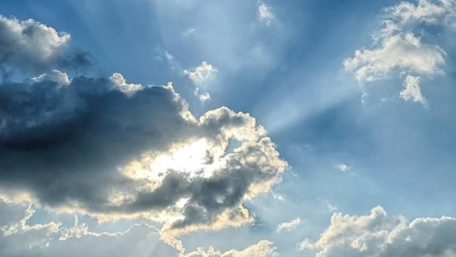 Wisselvallig met zon en soms intense buien en onweer: temperatuur stijgt tot 19 graden