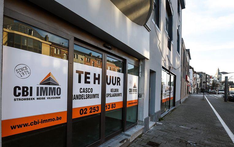 Een winkelpand dat te huur staat. Beeld Photo News