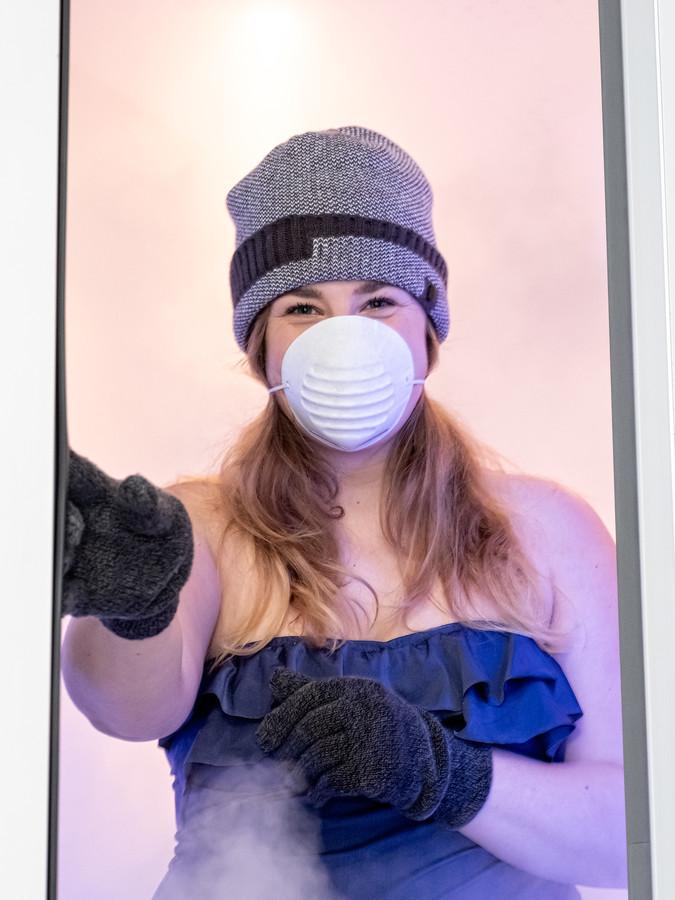Verslaggever Rachel van Kommer van deze krant ging de uitdaging aan en stapten de ijskoude cel in.