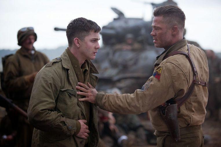 Logan Lerman en Brad Pitt in Fury van David Ayer Beeld