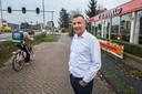 Eigenaar Alfons Valk voor zijn restaurant 't Vliegveld.
