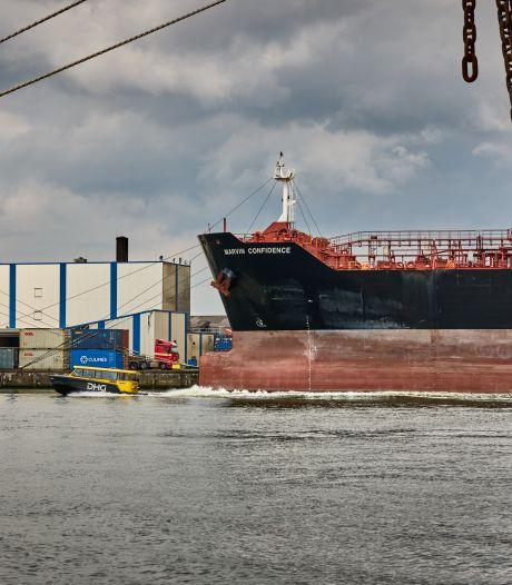 Bemanning gegijzeld op olietankers in Rotterdamse haven: 'Schending van mensenrechten'