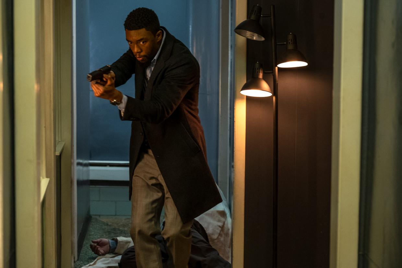 Chadwick Boseman in de politiethriller '21 Bridges'.
