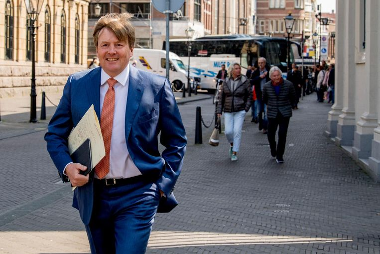 Koning Willem-Alexander onderweg naar Paleis Noordeinde. Beeld anp