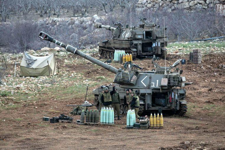Israëlische soldaten met mobiele artillerie nabij de grens met Syrië. (archiefbeeld)