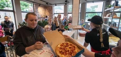 Gratis pizza in Steenwijk: Pizza, pizza, effe wachten....