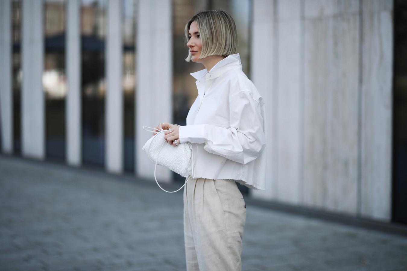 Heb jij al een witte handtas in je kast?