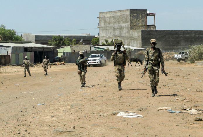 Ethiopische militairen na gevechten met het TPLF in het noorden, de laatste wordt verdacht van massamoord onder burgers in het noorden.
