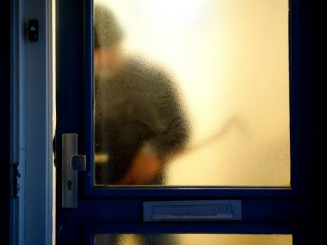 Arnhemse inbreker in Ede twee keer op heterdaad betrapt, en derde keer door agenten herkend: 'Anders moest mijn vriendin gaan tippelen'