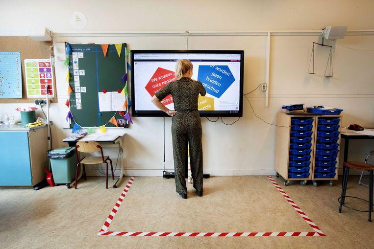 Maatregelen bij de Mariaschool in Hoorn.  Beeld EPA