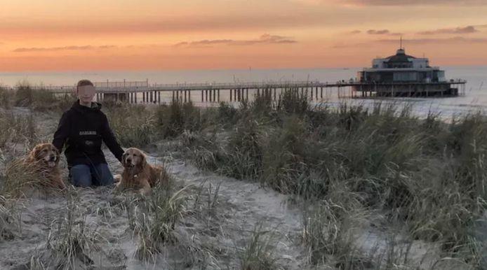 Matisse Bouvry à la mer à Blankenberge avec ses deux golden retriever. L'adolescent adorait autant la mer que les animaux.