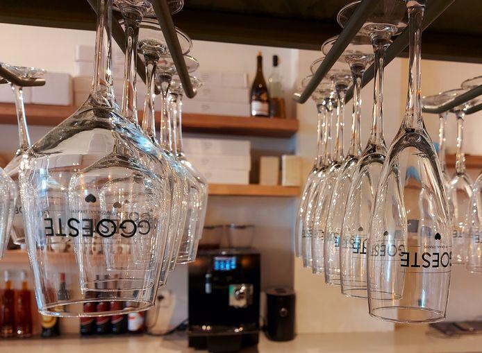 Er zijn ook aangepaste glazen voor het nieuwe biertje.