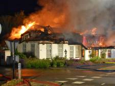 Enorme brand verwoest voormalig hotel in Wanneperveen, 10 dagen voordat het zou worden geveild
