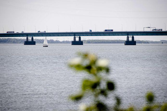 Vanaf maandag 9 augustus moeten de hulpdiensten bij de Haringvlietbrug over de parallelrijbaan.