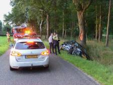 Auto vliegt uit bocht tussen Teuge en Apeldoorn: rijbewijs bestuurder ingenomen na alcoholcontrole