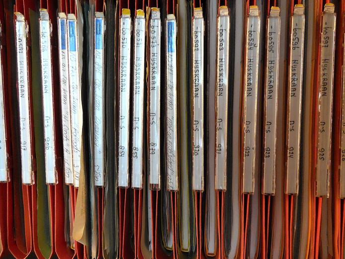 Dossiermappen van de technische installaties van de Spoorzone.