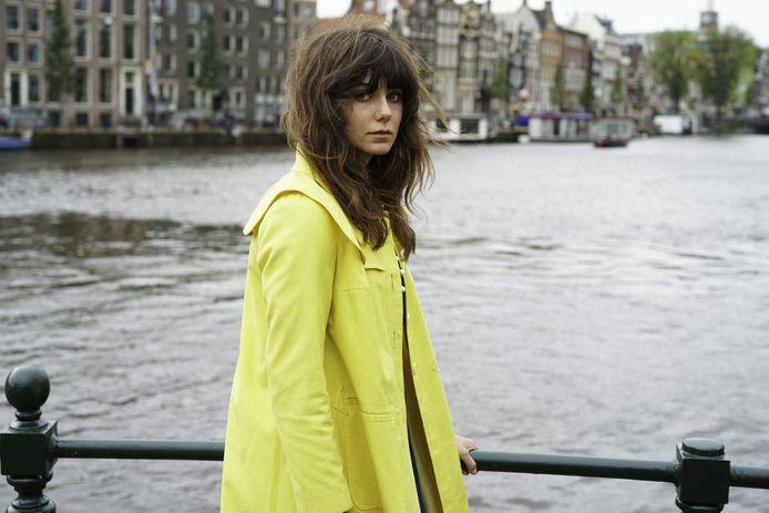 Zangeres Fleur treedt zaterdag op in De Nieuwe Stad. ,,Ik hou van losgaan op het podium en lekker dansen.''