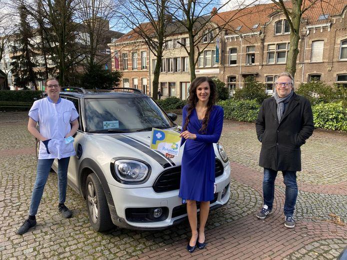 Schepen Bart Michiels, Schepen Yoleen Van Camp en een zorgverlener uit Herentals
