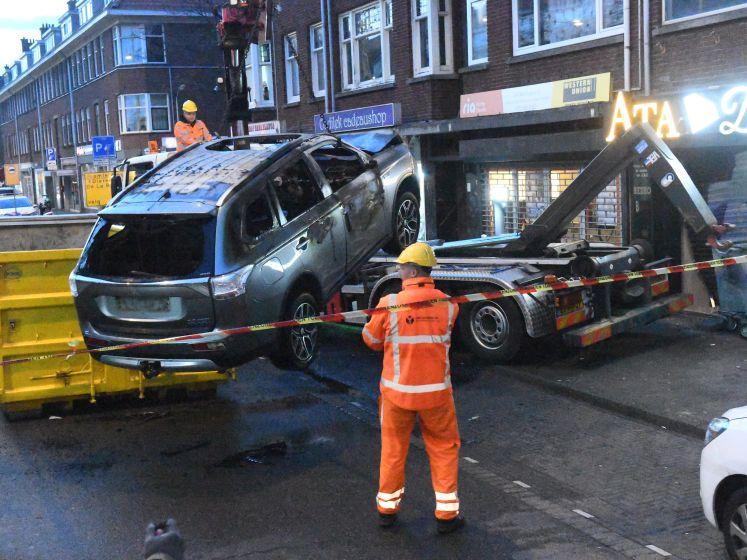 Ramkraak bij juwelier in Den Haag, daders steken gebruikte auto in de fik