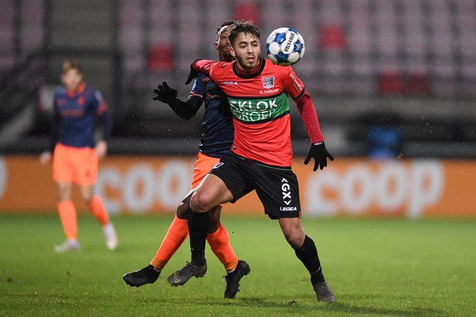 Souffian El Karouani houdt Fortuna Sittard-speler Lisandro Semedo van de bal in het bekerduel met Fortuna Sittard, eerder dit seizoen.