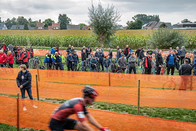 Domein Ter Borcht breidt uit met het stuk weiland met maïs op de achtergrond. De oppositie hekelt dat de aankoop enkel dient voor het BK  veldrijden, maar de gemeente nuanceert dat.