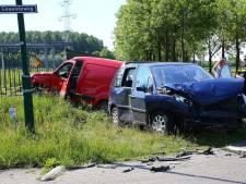 Auto's knallen op elkaar op Gewandeweg