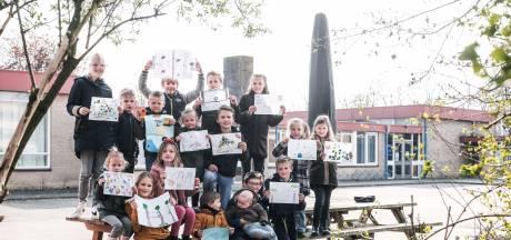 Kinderen protesteren tegen verdwijnen speelplek