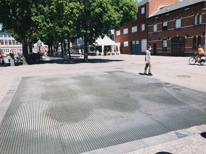 De fonteinen op het Vredeplein liggen er op dit moment nog droog bij.