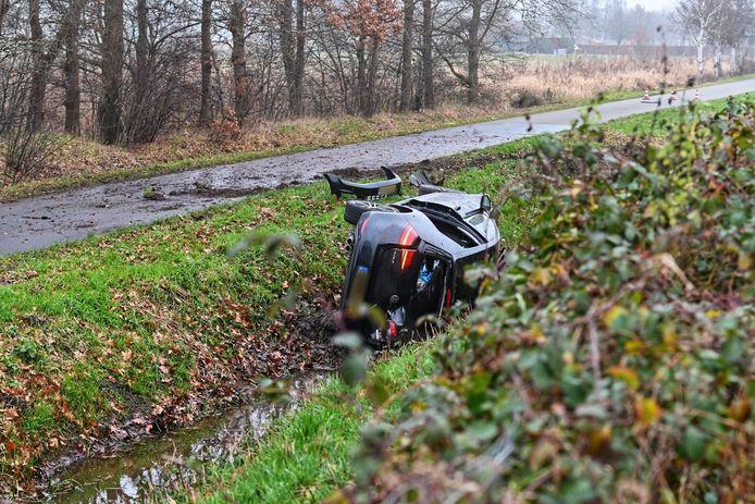 Bijrijder zwaargewond na eenzijdig ongeval op A16.