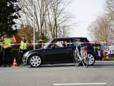 Fietser gewond bij botsing met auto tussen Zwartsluis en Meppel