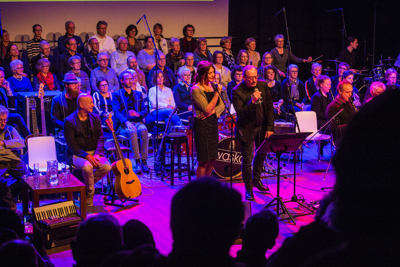 Lizet van Beek en Nol Havens zingen 'De graaf van Tjip Tjap Tjoep', een kinderlied van Jan Naaijkens.